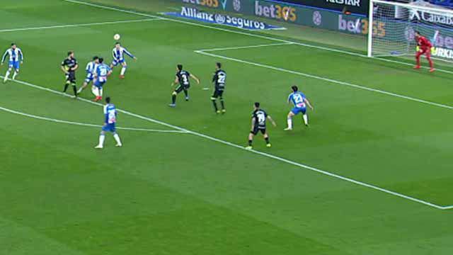 Pulido se disfrazó de Messi en Cornellà con esta asistencia de espaldas y sin mirar