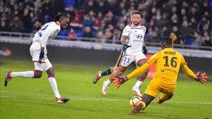 Traoré logró el gol del empate para el Lyon ante el Reims
