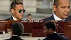 Arriba: Neymar Junior y su padre acuden a declarar a la Audiencia Nacional de Madrid. Abajo: Jorge y Leo Messi durante el juicio de la Audiencia de Barcelona por fraude fiscal