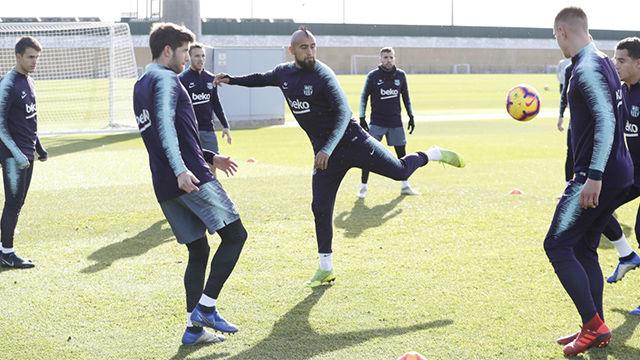 El Barça entrenó sin Vermaelen