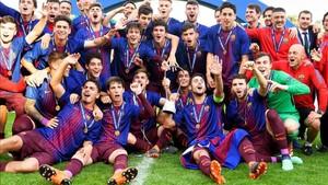 Felicidad en el Juvenil del Barça tras ganar la Youth League ante el Chelsea