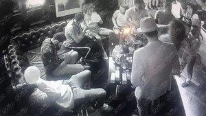 Imágenes del video de la fiesta de los jugadores del Arsenal en una discoteca de Londres