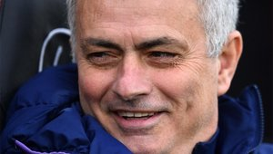 José Mourinho, sonriente