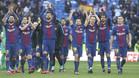 Los jugadores del FC Barcelona celebran en el Santiago Bernabéu su triunfo en el clásico 2017/18 sobre el Real Madrid