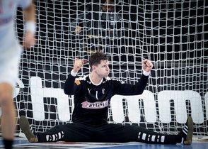 Magnus Landin Jacobsen de Dinamarca se lamenta durante el partido del Campeonato del Mundo masculino de balonmano disputado ante Chile que tiene lugar en Berlín, Alemania