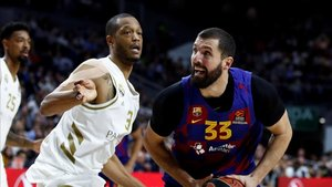Mirotic intenta zafarse de Randolph