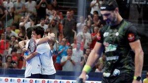 Pablo Lima y Alejandro Galán celebrando una victorias tras finalizar el encuentro.