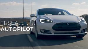 Tesla se acerca a la conducción autónoma.