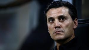 xortunoac milan s coach vincenzo montella looks on during171228172026