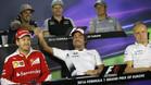 Alonso y Sainz, bromearon en la rueda de prensa en Bakú