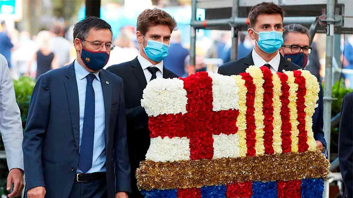 Gritos contra Bartomeu en la ofrenda floral del Barça