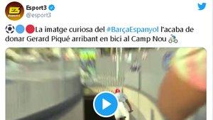 La llegada de Gerard Piqué al derbi en bicicleta