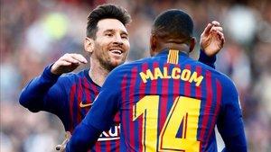 Malcom y Messi celebrando un gol ante el Espanyol en LaLiga