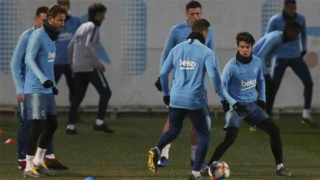 Riqui Puig participa en el último entrenamiento antes de recibir al Sevilla