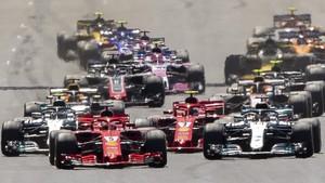 La salida de Silverstone fue espectacular y Vettel le ganó la partida a los Mercedes