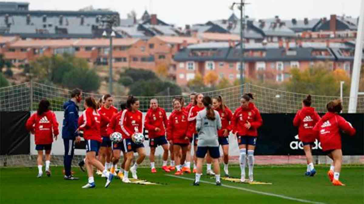 La Selección española femenina sigue preparando el partido ante la República Checa