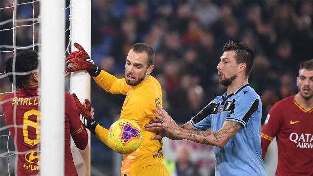 Tremendo error de Pau López en el derbi Roma - Lazio