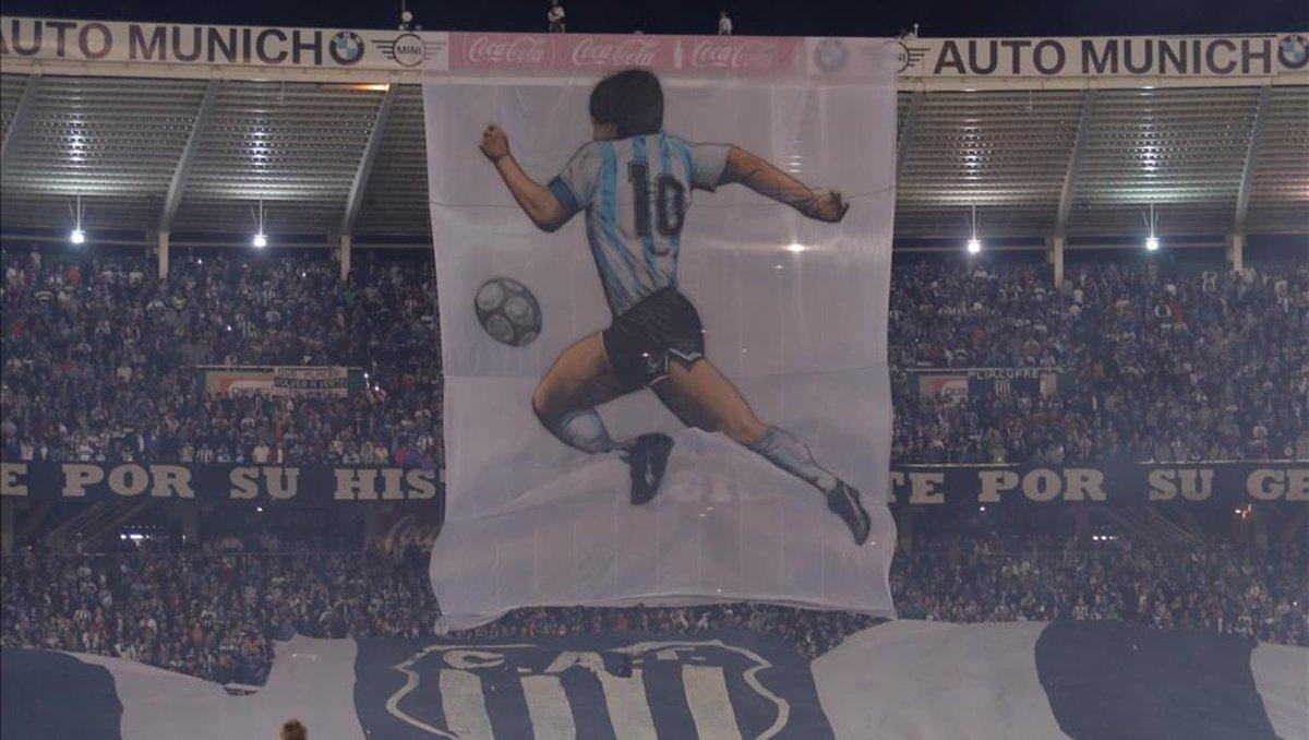 Diego Maradona: el increíble homenaje de Talleres al DT de Gimnasia