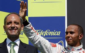 Camps posa con Hamilton en el GP de Valencia 2008