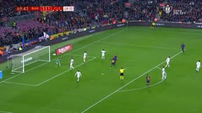 Denis Suárez marcó el cuarto del Barça con una brillante asistencia de Riqui Puig