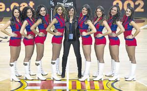 Eva Martínez con sus cheerleaders