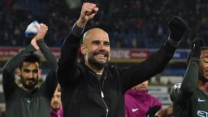 Guardiola celebrando el triunfo con su equipo