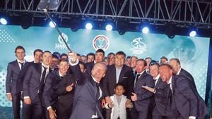 La informal presentación de Astana con selfie incluído