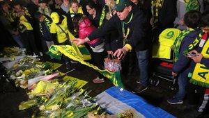 Los hinchas del Nantes hacen vigilias por el futbolista