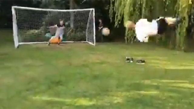 No nos atrevemos a decir que no es fake: Este grupo de amigos graban el gol más acrobático que se haya visto