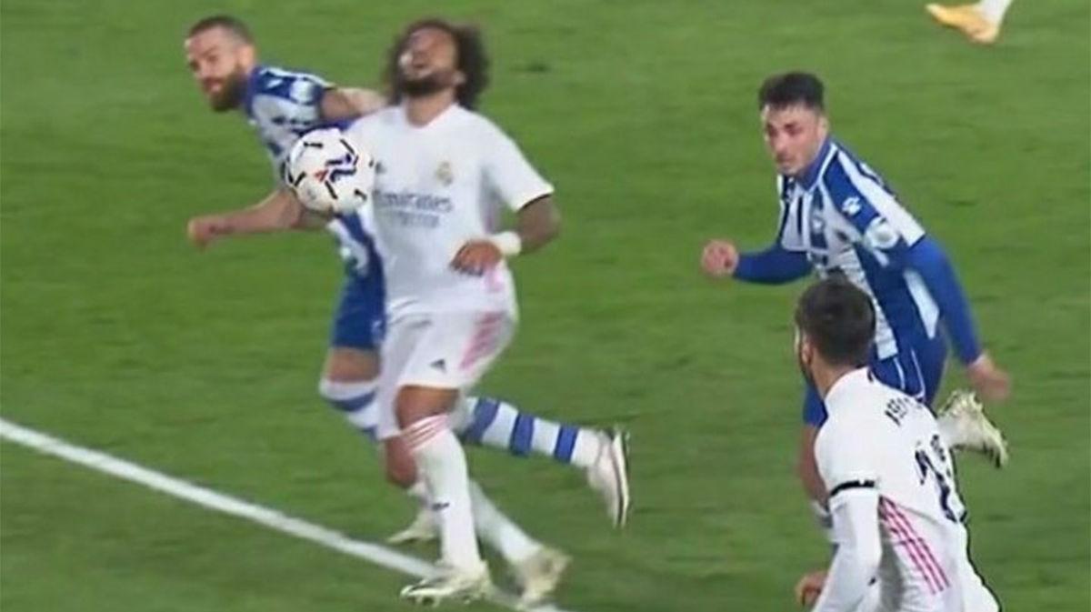 El penalti más raro nunca visto que no se llegó a pitar: ¡Laguardia estiró del pelo a Marcelo!