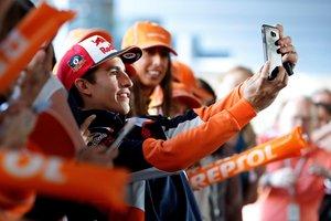 El piloto de MotoGP Marc Márquez, durante el acto con los medios en su primera rueda de prensa en España después de lograr su sexto título mundial de MotoGP y octavo de su carrera, esta mañana en el Campus Repsol en Madrid