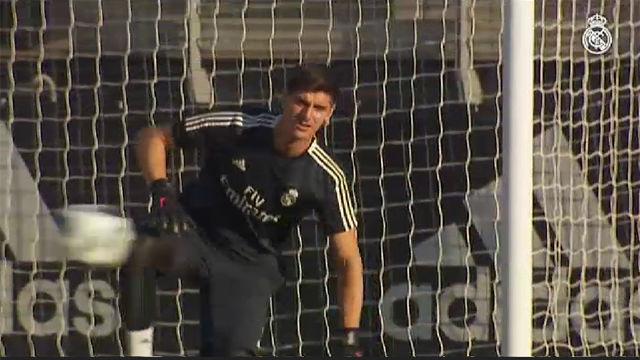 Primer entrenamiento de Courtois con la camiseta del Real Madrid
