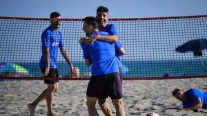 Sergio Lozano y Aicardo celebran un punto al fut-voley
