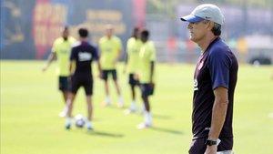Setién, en un entrenamiento con el Barça