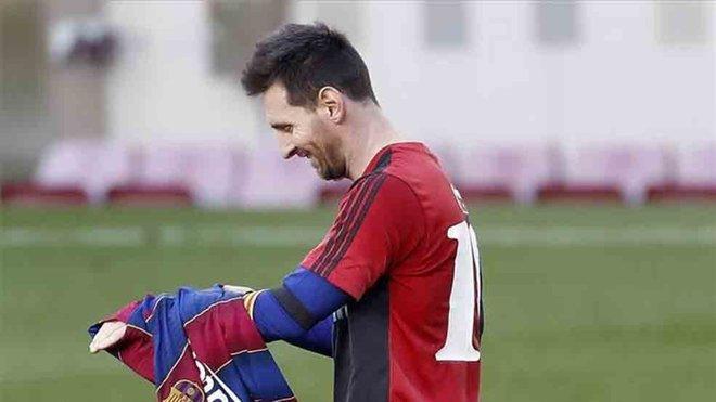 El homenaje a Maradona de Messi le costará 3.000 euros al Barcelona