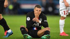 La actitud de Mbappé al ser cambiado ha levantado la polémica en el PSG