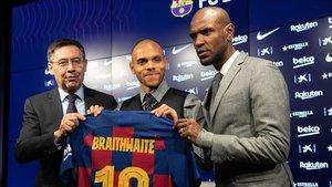Bartomeu con Braithwaite y Éric Abidal