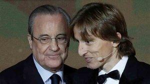 Florentino Pérez, junto a Luka Modric