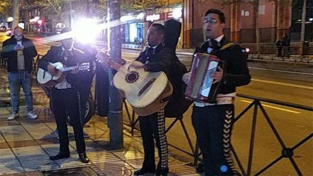 Forocoches envía a los mariachis a la sede de Ciudanos