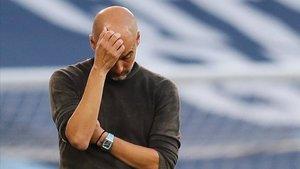 Guardiola se lamenta durante el City-Leicester