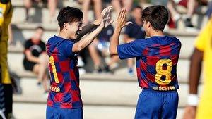 Hiroki Abe celebra su primer gol con el FC Barcelona B