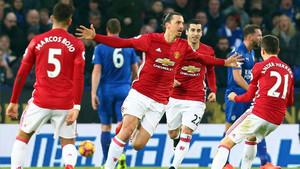 Ibrahimovic marcó el 0-2 para un ManU que aplastó al Leicester