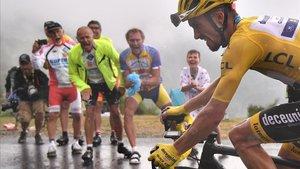 Julian Alaphilippe encara la fase decisiva del Tour vestido de amarillo