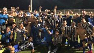 Los jugadores del Lorca celebran el ascenso