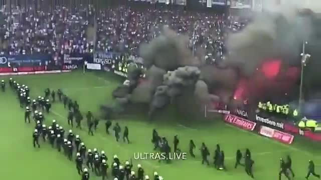 Los ultras del Hamburgo pararon el partido en el descuento