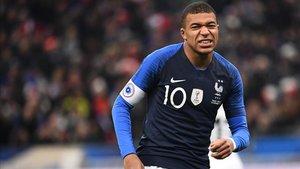 Mbappé tuvo que se sustituido en Francia por lesión