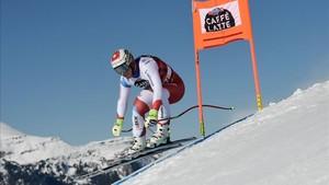 El suizo Feuz, en pleno descenso en Wengen