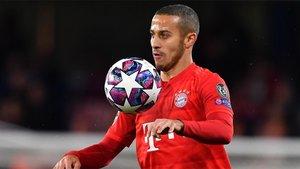 Thiago Alcántara seguirá vestido de rojo, pero con la camiseta del Liverpool