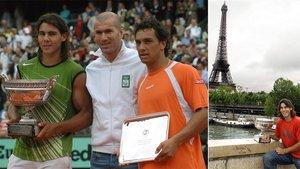 Zidane le entregó a Nadal el título de campeón de Roland Garros 2005