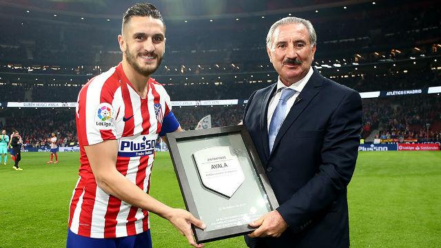 Así fue el homenaje del Atlético de Madrid al Ratón Ayala